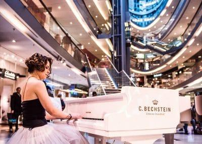 Pianistin Lada